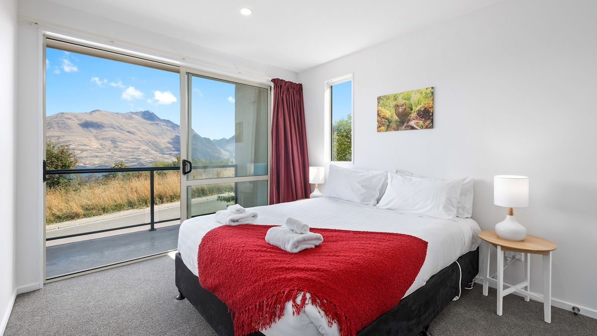 Spacious queen room with amazing views